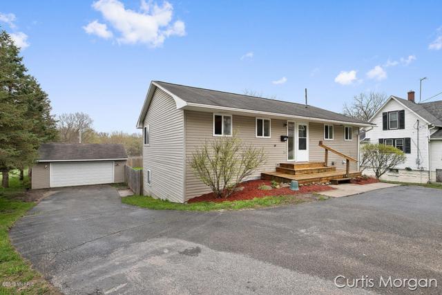 1030 E Main Street, Lowell, MI 49331 (MLS #19018454) :: Matt Mulder Home Selling Team