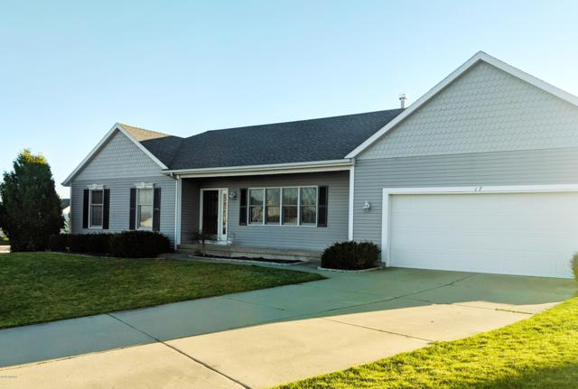 17 Coral Drive NE, Rockford, MI 49341 (MLS #19019750) :: Matt Mulder Home Selling Team