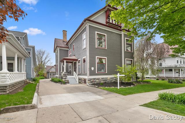 310 Washington Street SE, Grand Rapids, MI 49503 (MLS #19020621) :: JH Realty Partners
