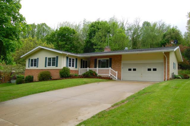 820 Beechwood Drive, Niles, MI 49120 (MLS #19021621) :: Matt Mulder Home Selling Team