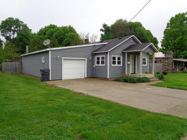 714 W Prairie Street, Vicksburg, MI 49097 (MLS #19021751) :: Matt Mulder Home Selling Team