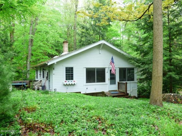29043 Fernwood Road, Covert, MI 49043 (MLS #19021794) :: Matt Mulder Home Selling Team