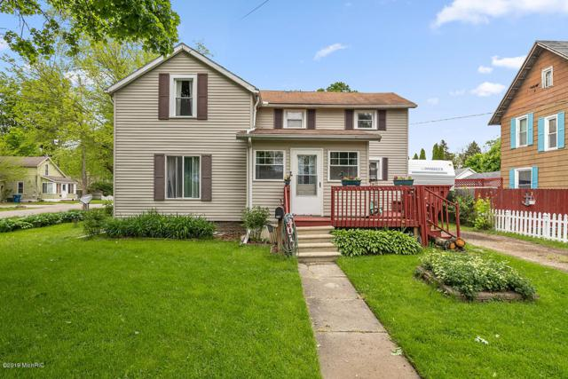 401 E Prairie Street, Vicksburg, MI 49097 (MLS #19022244) :: Matt Mulder Home Selling Team