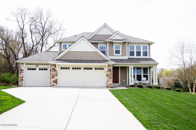 2828 N Saddle Ridge Court NE, Rockford, MI 49341 (MLS #19022324) :: Matt Mulder Home Selling Team
