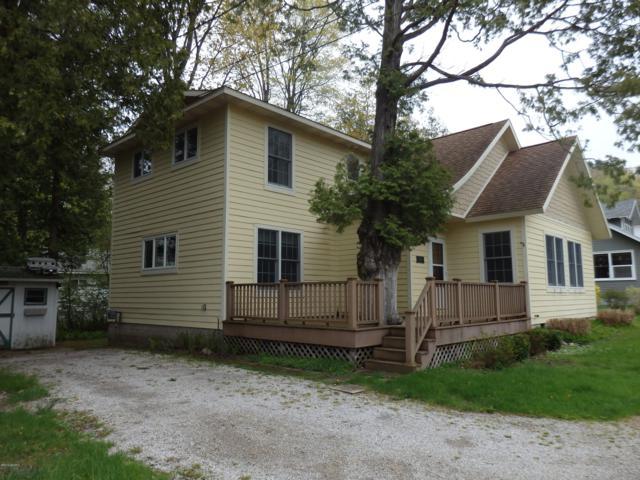 7337 C.G. Davis Avenue Avenue, Manistee, MI 49660 (MLS #19022349) :: Deb Stevenson Group - Greenridge Realty