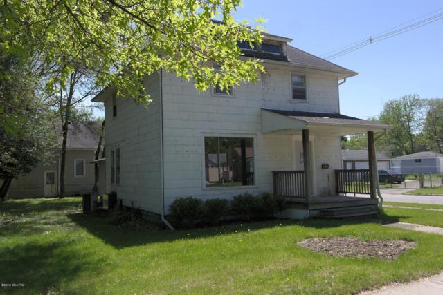 1402 Oak Street, Niles, MI 49120 (MLS #19022359) :: Matt Mulder Home Selling Team