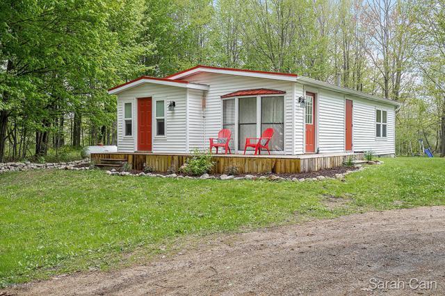 8383 Benham Street NE, Cedar Springs, MI 49319 (MLS #19022471) :: Matt Mulder Home Selling Team