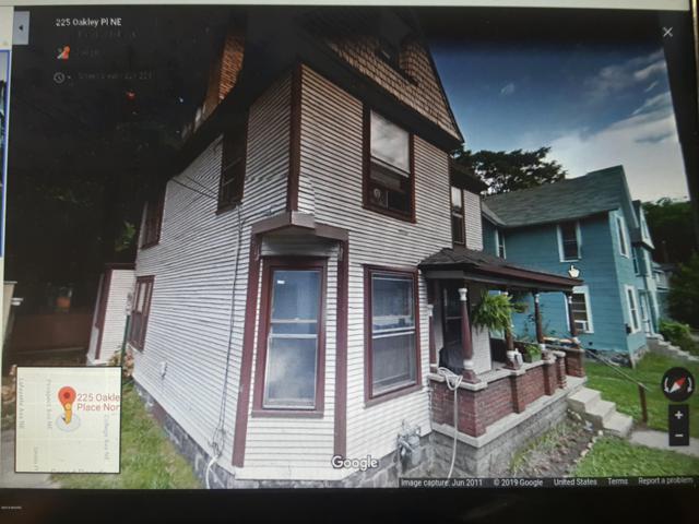 225 Oakley Place NE, Grand Rapids, MI 49503 (MLS #19022904) :: Matt Mulder Home Selling Team