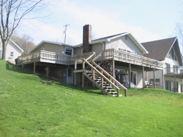 4911 Lakefront Drive, Delton, MI 49046 (MLS #19022960) :: Matt Mulder Home Selling Team