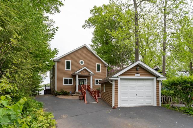 5523 Lakewood Drive, Coloma, MI 49038 (MLS #19022965) :: Matt Mulder Home Selling Team