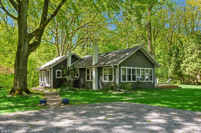 16417 Raz Road, Union Pier, MI 49129 (MLS #19023003) :: Matt Mulder Home Selling Team