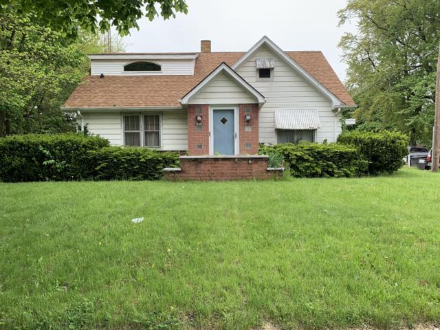 815 E Britain Avenue, Benton Harbor, MI 49022 (MLS #19023648) :: Deb Stevenson Group - Greenridge Realty