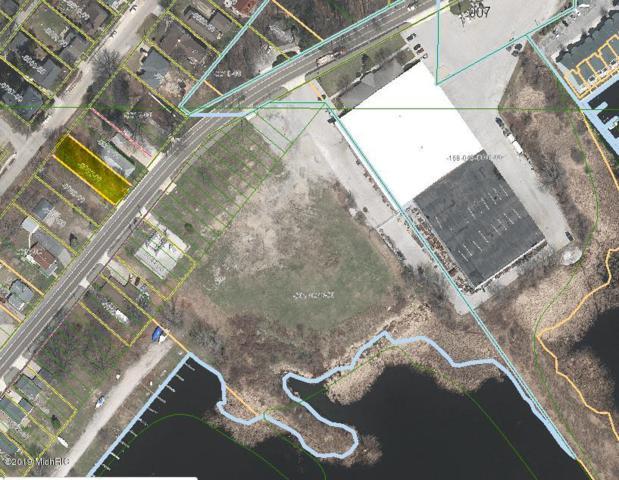 2102 Lake Avenue, North Muskegon, MI 49445 (MLS #19024971) :: JH Realty Partners