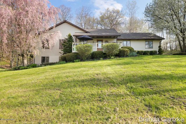 6887 19 Mile Road NE, Cedar Springs, MI 49319 (MLS #19025496) :: Deb Stevenson Group - Greenridge Realty