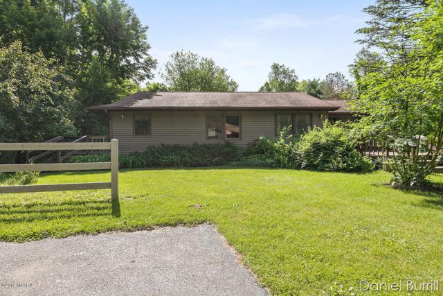 1600 Stamm Road, Dowling, MI 49050 (MLS #19027004) :: Matt Mulder Home Selling Team