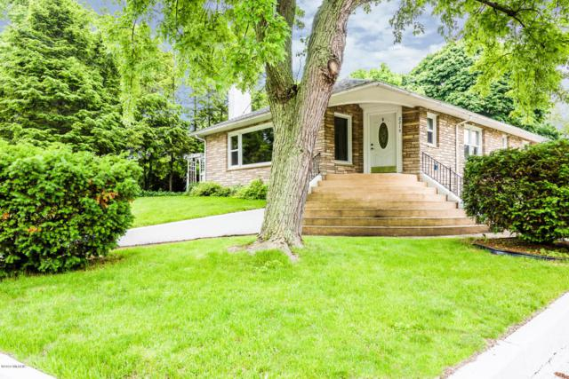 2215 Lakeview Avenue, St. Joseph, MI 49085 (MLS #19027697) :: JH Realty Partners