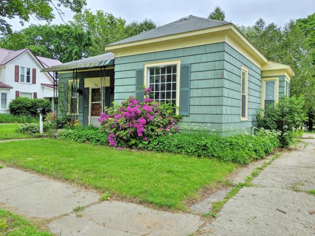 324 W Franklin Avenue, Reed City, MI 49677 (MLS #19027828) :: Deb Stevenson Group - Greenridge Realty