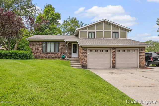 3088 Beechcrest Drive, Hudsonville, MI 49426 (MLS #19027898) :: Deb Stevenson Group - Greenridge Realty