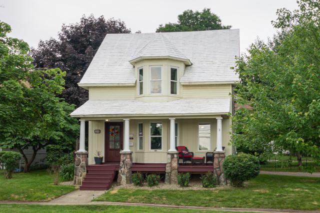 216 S Kalamazoo Avenue, Vicksburg, MI 49097 (MLS #19028163) :: Matt Mulder Home Selling Team