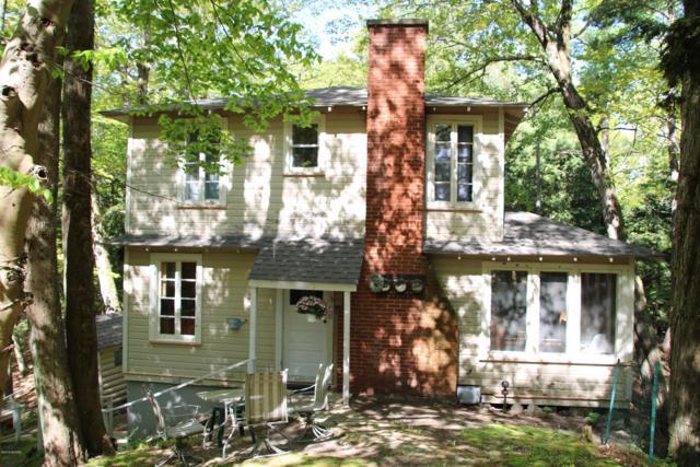 2261 Lakeisle Avenue, Onekama, MI 49675 (MLS #19028383) :: Matt Mulder Home Selling Team