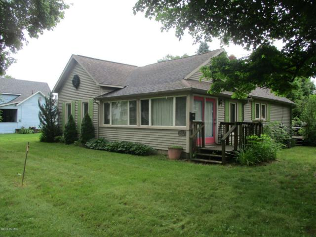 520 E Prairie, Vicksburg, MI 49097 (MLS #19028484) :: Matt Mulder Home Selling Team