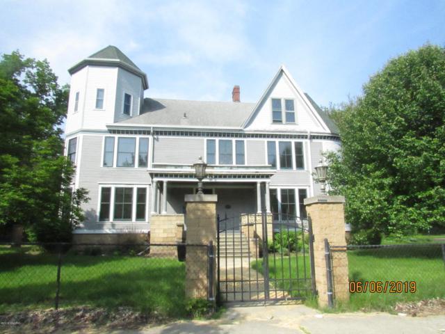 680 Pipestone Street, Benton Harbor, MI 49022 (MLS #19028623) :: Deb Stevenson Group - Greenridge Realty