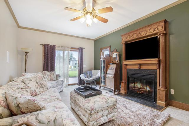 3075 Bauer Road, Jenison, MI 49428 (MLS #19029193) :: Deb Stevenson Group - Greenridge Realty