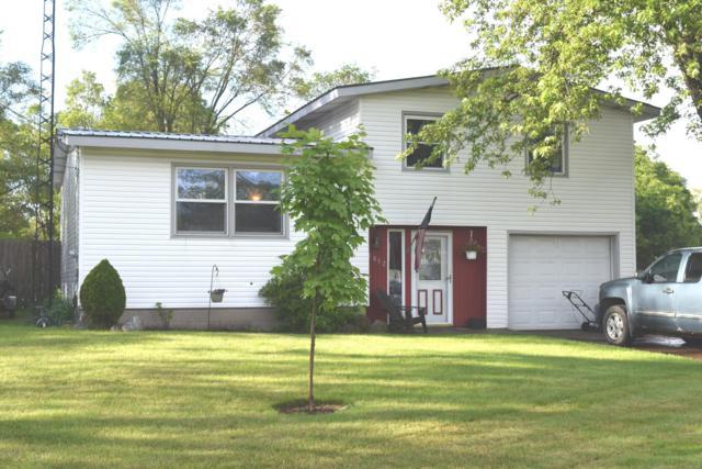 1852 Oak Park Drive, Muskegon, MI 49442 (MLS #19029252) :: Deb Stevenson Group - Greenridge Realty