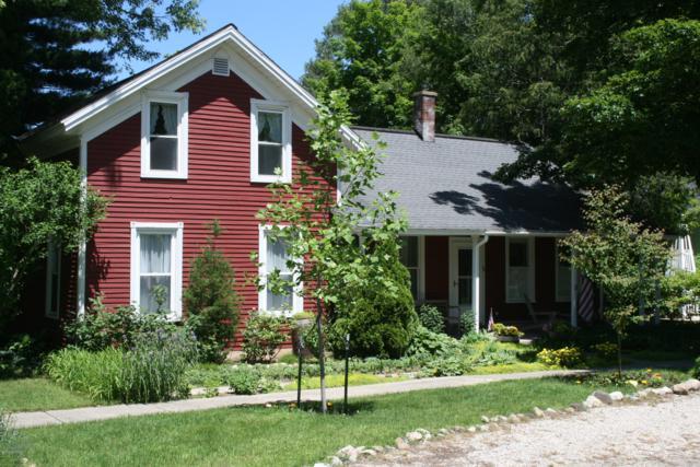 36 Chestnut Street, Douglas, MI 49406 (MLS #19029570) :: CENTURY 21 C. Howard