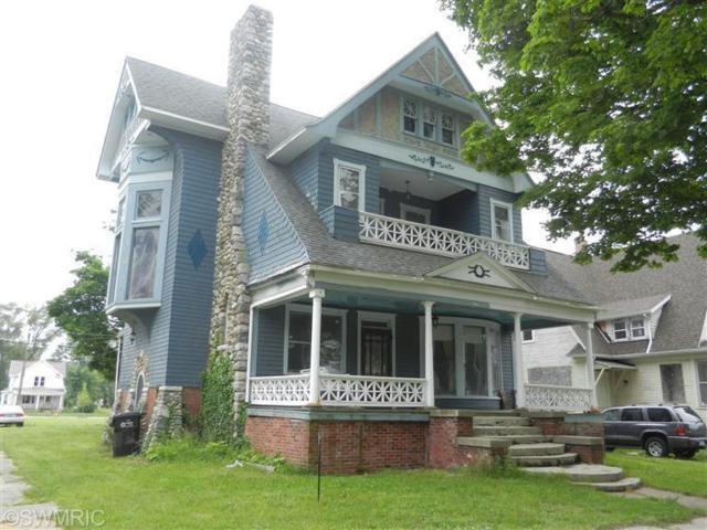 600 Territorial Road, Benton Harbor, MI 49022 (MLS #19032286) :: Deb Stevenson Group - Greenridge Realty