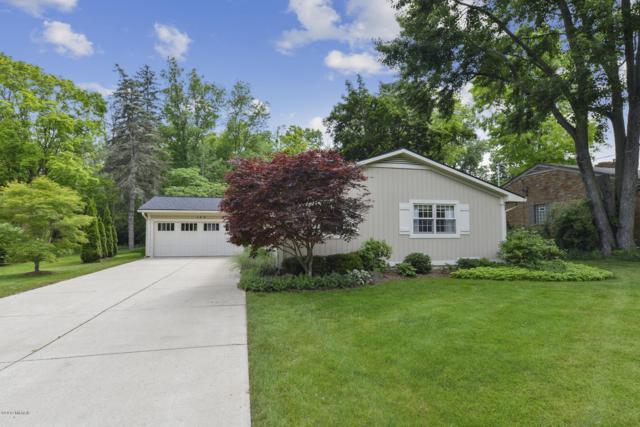 189 Hodenpyl Road SE, East Grand Rapids, MI 49506 (MLS #19032391) :: JH Realty Partners