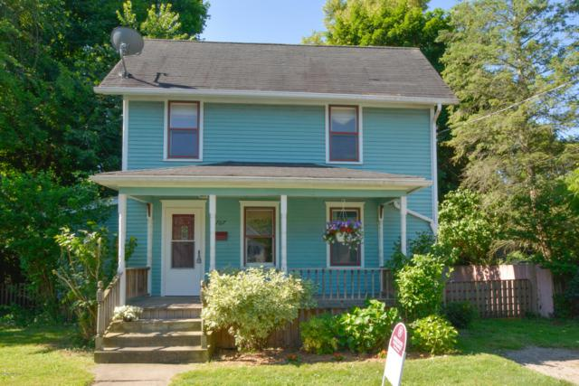 707 W Michigan Avenue, Marshall, MI 49068 (MLS #19032601) :: Deb Stevenson Group - Greenridge Realty
