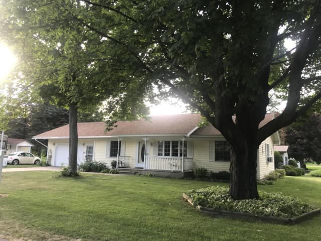 578 E Lowell Street, Pentwater, MI 49449 (MLS #19032738) :: Deb Stevenson Group - Greenridge Realty