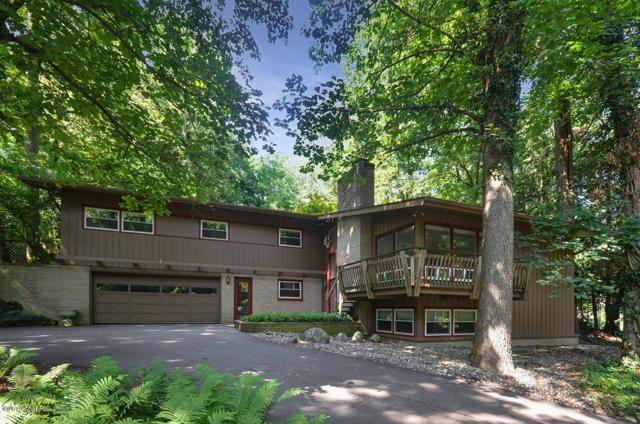 2146 Treehaven Drive, Kalamazoo, MI 49008 (MLS #19033277) :: Deb Stevenson Group - Greenridge Realty
