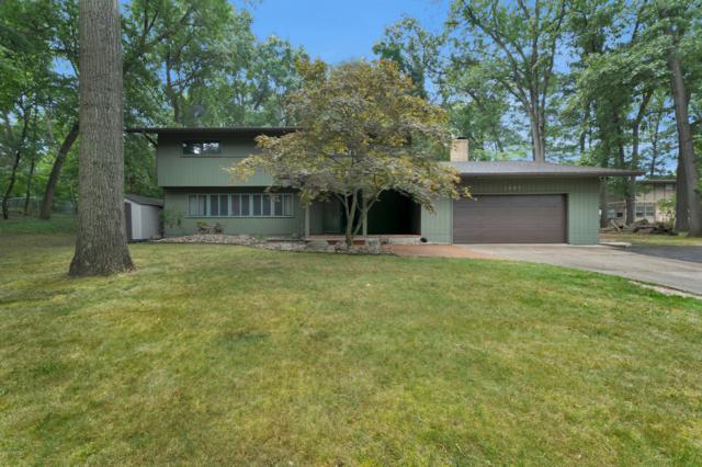 1627 Holiday Lane, Portage, MI 49024 (MLS #19033832) :: Matt Mulder Home Selling Team