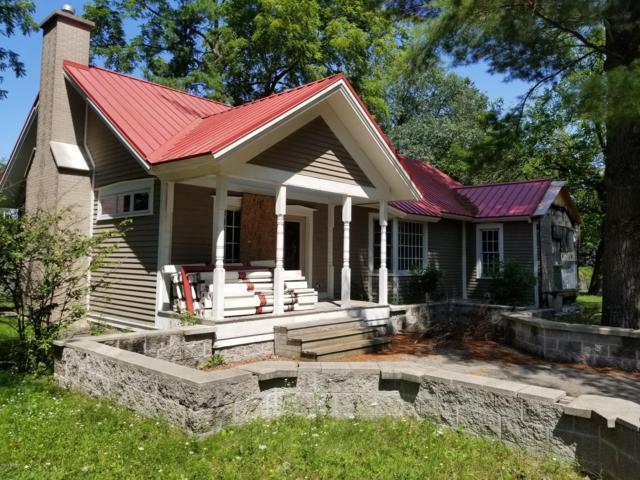 478 E Lowell Street, Pentwater, MI 49449 (MLS #19037895) :: Deb Stevenson Group - Greenridge Realty