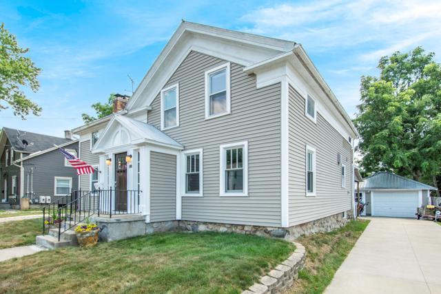 160 Courtland Street, Rockford, MI 49341 (MLS #19038488) :: Deb Stevenson Group - Greenridge Realty