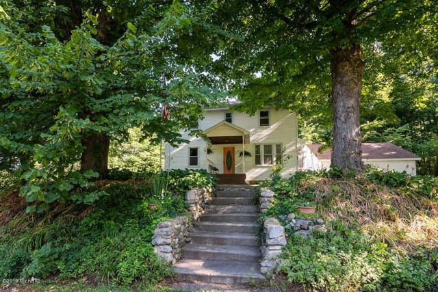 212 W York Street, Cassopolis, MI 49031 (MLS #19038568) :: Deb Stevenson Group - Greenridge Realty