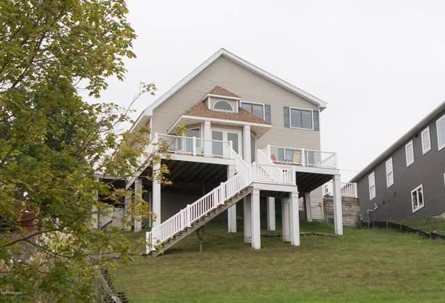7790 Dream Isle Drive NE, Belding, MI 48809 (MLS #19045382) :: Deb Stevenson Group - Greenridge Realty
