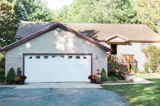 3585 Pebble Creek Drive, Cadillac, MI 49601 (MLS #19045766) :: Deb Stevenson Group - Greenridge Realty