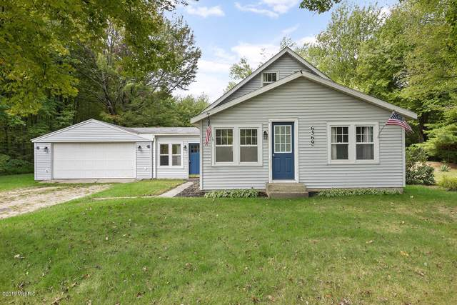 6369 Quarterline Road, Spring Lake, MI 49456 (MLS #19047022) :: JH Realty Partners