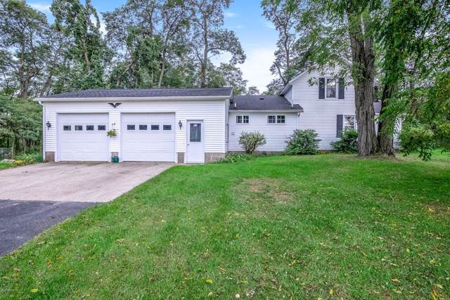 18040 96th Avenue, Nunica, MI 49448 (MLS #19047607) :: JH Realty Partners