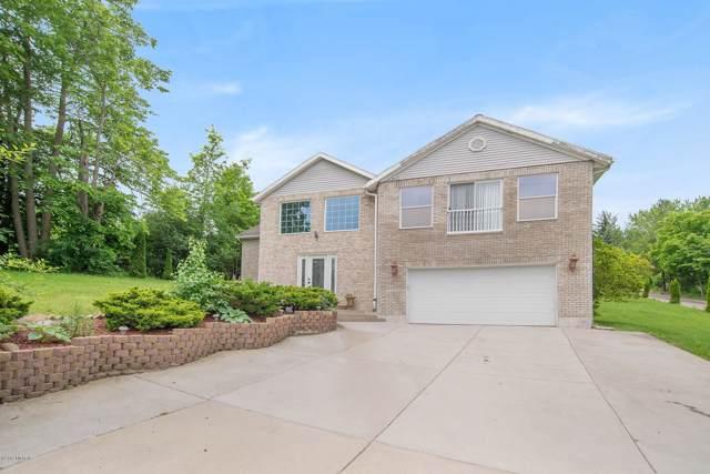 2105 Forest Hill Avenue SE, Grand Rapids, MI 49546 (MLS #19050635) :: JH Realty Partners
