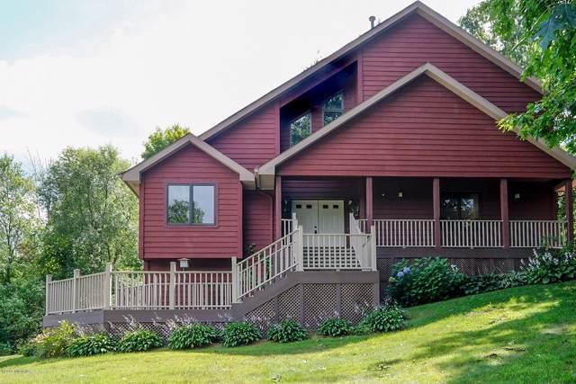 196 Country Club Boulevard, Plainwell, MI 49080 (MLS #19050710) :: Matt Mulder Home Selling Team