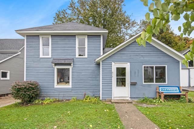 814 Pearl Street, Belding, MI 48809 (MLS #19051582) :: Deb Stevenson Group - Greenridge Realty