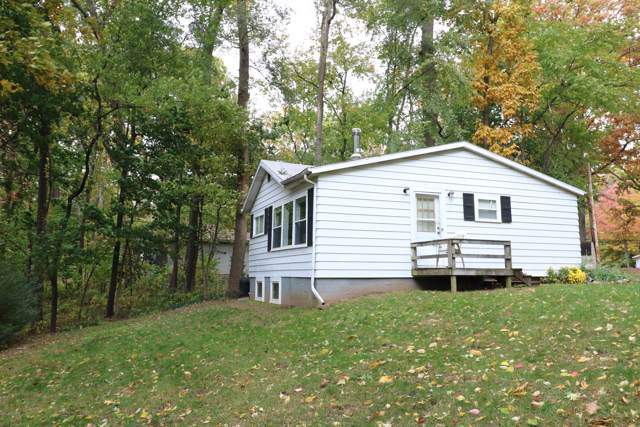 93370 Wolf Drive, Dowagiac, MI 49047 (MLS #19051622) :: Deb Stevenson Group - Greenridge Realty