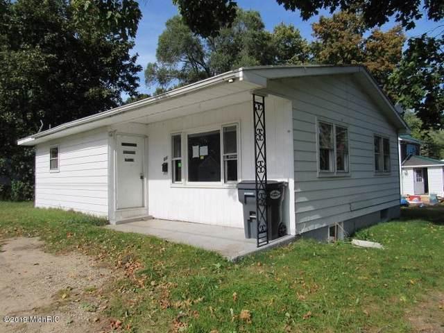 531 Oak Street, Hartford, MI 49057 (MLS #19052385) :: Deb Stevenson Group - Greenridge Realty