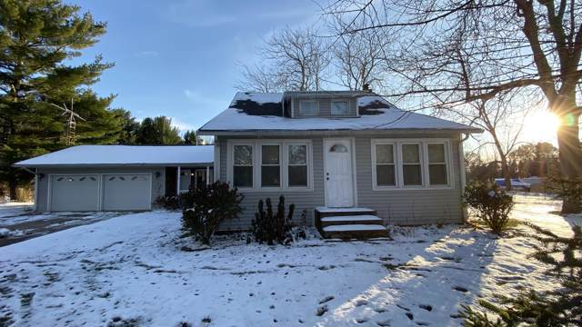1742 E Y Avenue, Vicksburg, MI 49097 (MLS #19055259) :: Deb Stevenson Group - Greenridge Realty
