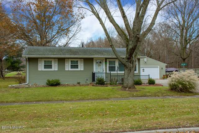 524 W Parsons Avenue, Watervliet, MI 49098 (MLS #19055998) :: Deb Stevenson Group - Greenridge Realty