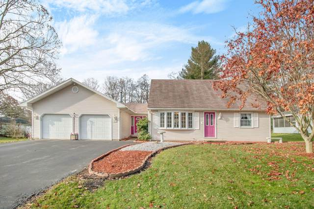 927 Shepard Place, Watervliet, MI 49098 (MLS #19056108) :: Deb Stevenson Group - Greenridge Realty